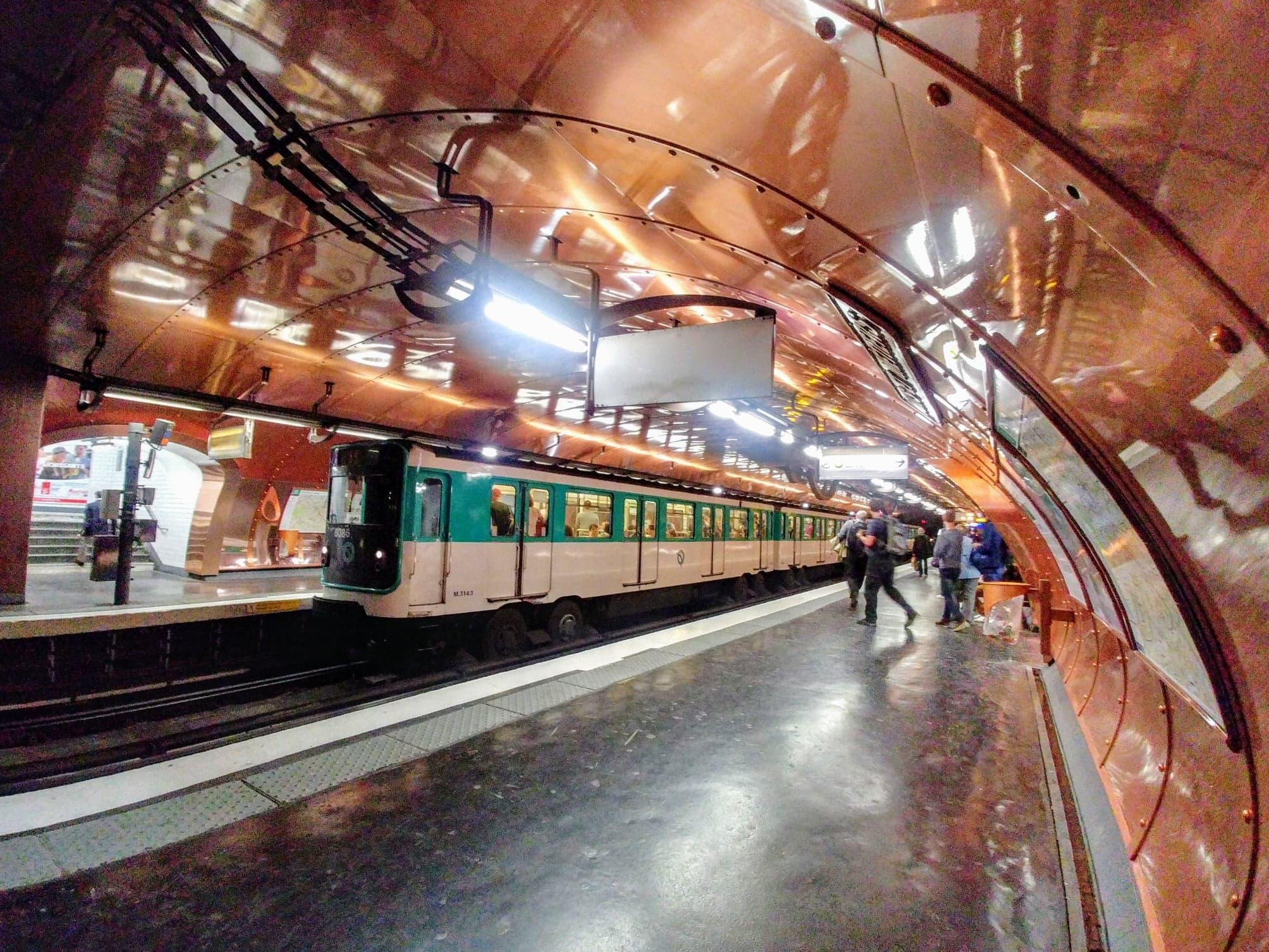 """Trạm xe điện ngầm """"Arts et Métiers"""" tại Paris quận 3"""