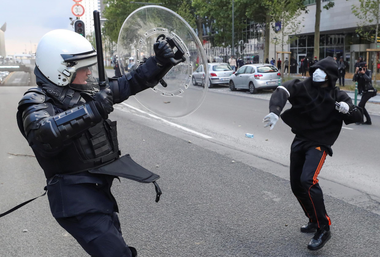 В квартале Матонж (на юге бельгийской столицы) произошли столкновения манифестантов с полицией.