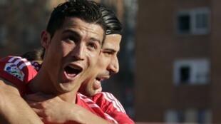 Cristiano Ronaldo comemora gol de calcanhar feito neste domingo.