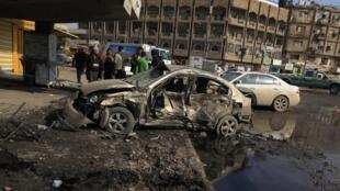 Um dos sete carros-bomba que explodiu em Bagdá gerando uma quarta-feira sangrenta no Iraque.