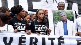 Marche de protestation pour réclamer la vérité sur la mort d'Adama Traoré, le 30 juillet 2016, à Paris.