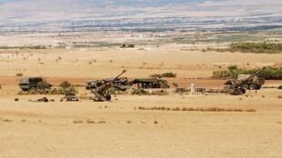 Les forces tunisiennes stationnées dans la zone du mont Chaambi pendant l'opération militaire près de la frontière algérienne, le 2 août  2013.