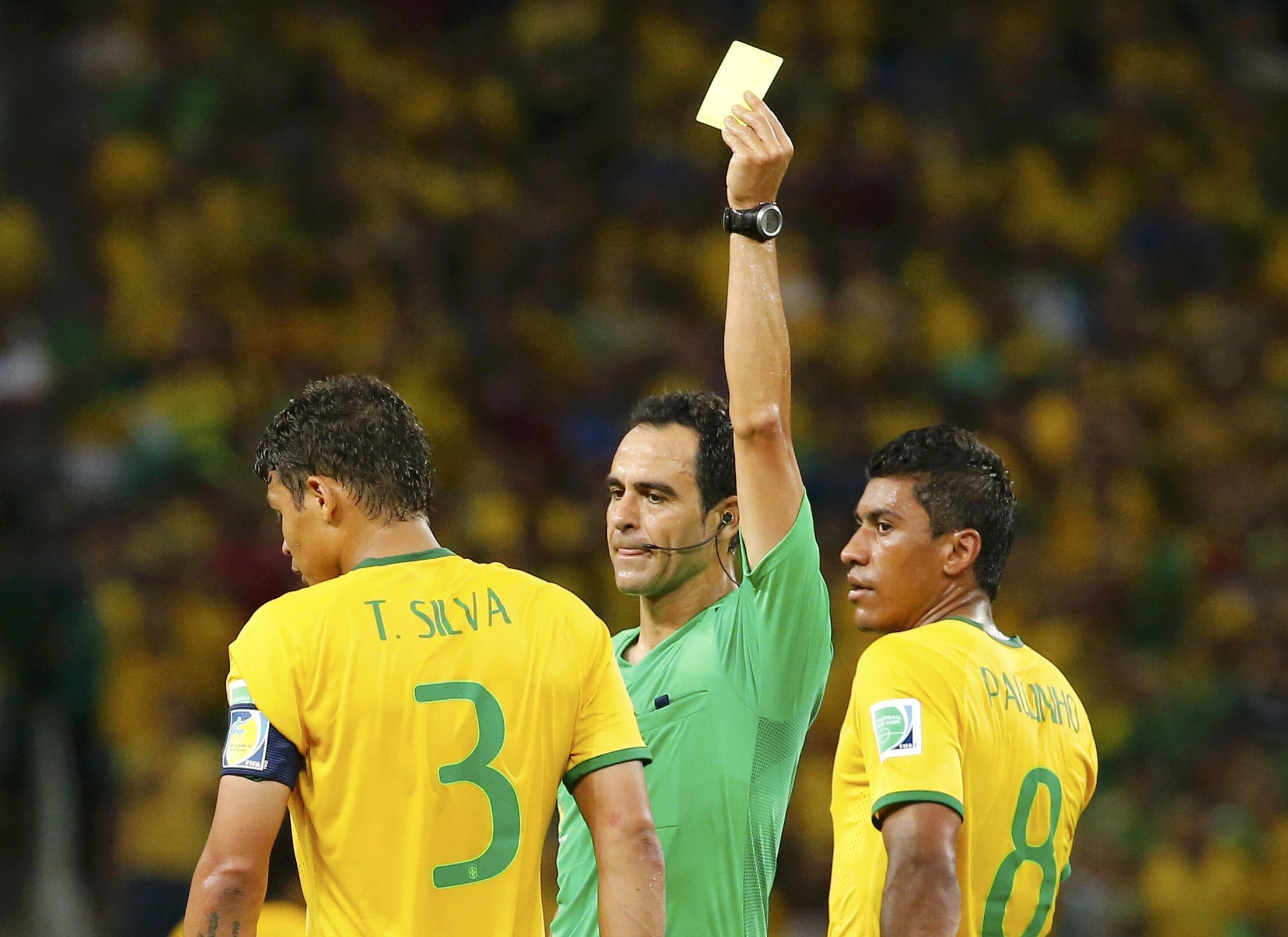 Thiago Silva akipewa kadi ya pili ya manjano, na kadi hio ndio imemsababishia kutoshriki mchuano wa jumanne hii.