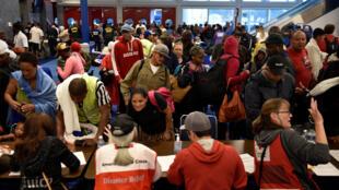 Le centre de convention de Dallas accueille des évacués, le 28 août 2017.