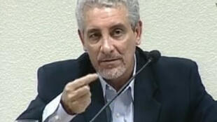 Imagem de vídeo de Henrique Pizzolato na TV Senado.