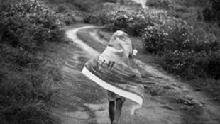 Après un parcours incomparable de 40 ans passés à photographier les habitants de la Grande Ile, Pierrot Men n'a pas fini de nous dévoiler tous ses secrets photographiques!