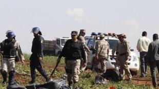 Policías desalojando a campesinos, este 6 de agosto de 2012.