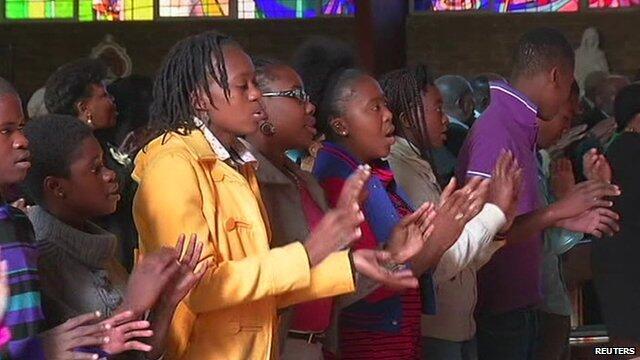 Baadhi ya wananchi wakiwa katika ibada kumkumbuka marehemu  Nelson Mandela