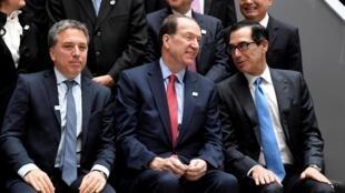 Bộ trưởng Tài Chính Mỹ Steven Mnuchin (p) nói chuyện với chủ tịch Ngân Hàng Thế Giới David Malpass (g) tại Washington ngày 12/04/2019, nhân khóa họp mùa xuân của IMF và WB.