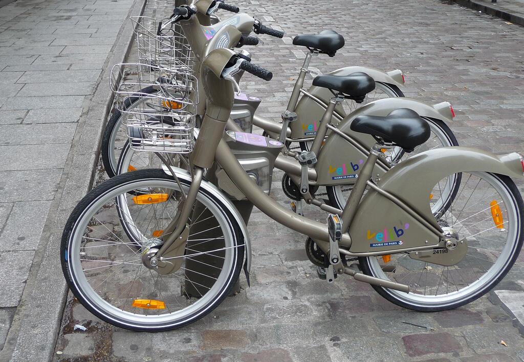 As biclicletas Velib serão gratuitas para os parisienses durante este périodo de poluição na capital francesa.
