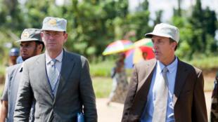 Le responsable de l'Afrique centrale du Haut-Commissariat de l'ONU, Scott Campbell (à droite) avec le sous-secrétaire général des Nations unies aux droits de l'homme, Ivan Simonovic en mai 2012 dans le Sud-Kivu.