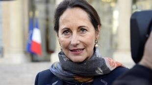 France's environment minister Ségolène Royal speaking to the press in October 2014.