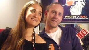 Leonor Harispe y Mateo Guenez en RFI