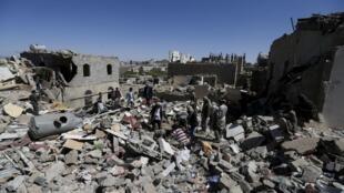 Cảnh đổ nát hoang tàn tại Sanaa, thủ đô Yemen, sau trận oanh kích của không quân Ả Rập Xê Út ngày 01/05/2015.