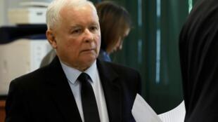 Jaroslaw Kaczynski, chef du parti au pouvoir, Droit et Justice, s'est entendu avec son allié au Parlement, Gowin, pour reporter la présidentielle (image d'illustration)