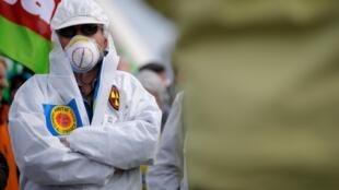 Участник акции протеста, приуроченной к 30-летию чернобыльской катастрофы, Страсбург, 26 марта 2016.