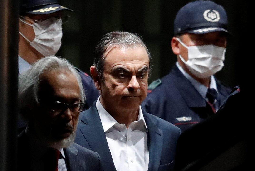 Carlos Ghosn deixou a cadeia em Tóquio em 25 de abril de 2019 sob os olhares da imprensa, acampada diante da prisão