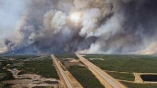 Depuis le déclenchement du feu le 1er mai, 579 946 hectares de forêts et de broussailles ont brûlé dans la région de Fort McMurray.