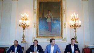 De izquierda a derecha: Herbert Kickl, ministro del interior austriaco, vice canciller Heinz-Christian Strache, Canciller Sebastian Kurz y el Ministro de la EU, Gernot Bluemel en una reunión en Viena, Austria.