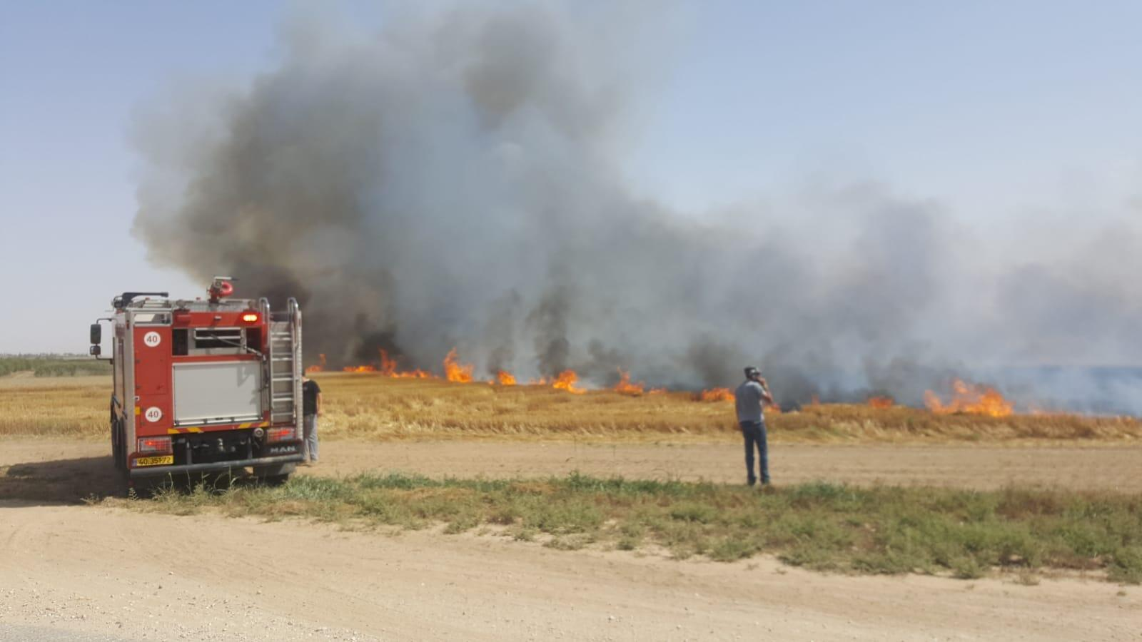 Para combater os incêndios, foram criados postos temporários de bombeiros em diversas comunidades na fronteira de Israel com a Faixa de Gaza.