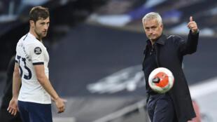 José Mourinho (direita), treinador do Tottenham.