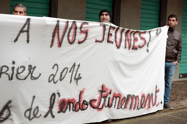 Des manifestants défilent à Strasbourg contre l'endoctrinement des jeunes au jihad en Syrie. 8 février 2014.