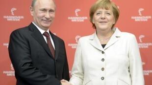 Os líderes da Rússia e da Alemanha, Vladimir Putin e Angela Merkel, inauguraram a Feira internacional de Hannover na Alemanha.