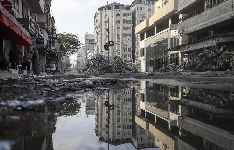 Una calle del barrio Al Rimal en Gaza, tras un bombardeo israelí, el 20 de mayo de 2021