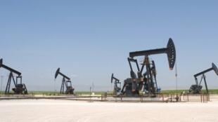 Khu khai thác dầu al-Jibssa - miền bắc Irak. Ảnh chụp năm 2010 trước khi mỏ dầu này rơi vào tay Daech.