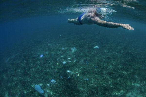 阿曼的阿拉伯海海底已經變成一個垃圾堆