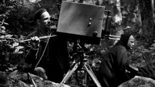 Ingmar Bergman pendant le tournage de «Le Septième Sceau», en 1957.