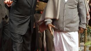 O ministro da Defesa brasileiro, Celso Amorim, e seu colega indiano, A. K. Antony.