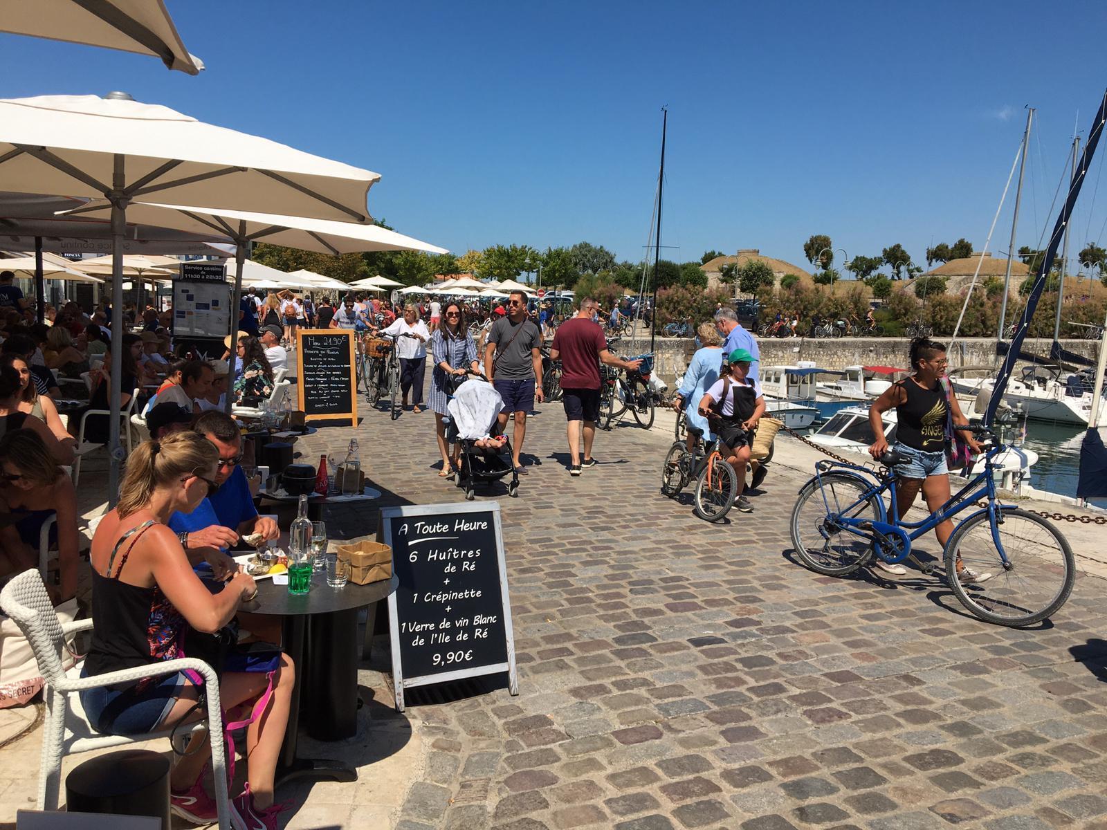 Le port de Saint-Martin-de-Ré: malgré la pandémie de coronavirus, les touristes ont répondu présents sur l'île de Ré cet été (juillet 2020).