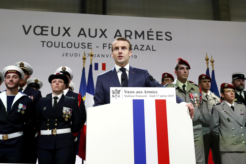 Emmanuel Macron lors de ses voeux aux armées, le 17 janvier 2019 à Francazal.
