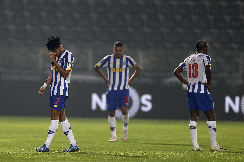 O FC Porto sofreu a segunda derrota na temporada 2020/2021 por 3-2 na deslocação ao terreno do Paços de Ferreira.