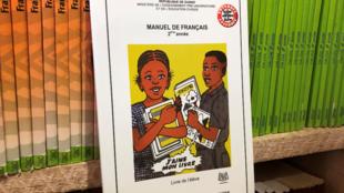 Des livres scolaires interdits à la vente pourtant vendus en librairie à Conakry