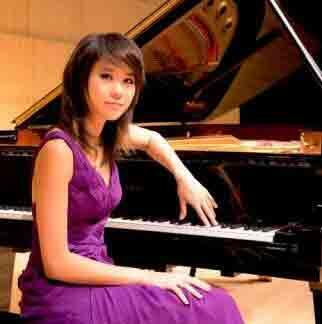 王羽佳在法国,以及世界上获得的赞誉让她成为世界著名的华人钢琴家郎朗之后的又一位闪耀的钢琴新星。