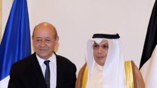 法國和科威特國防部長在簽字儀式上  2016. 8 9
