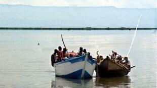 Des barques sur le Lac Albert, à la frontière entre l'Ouganda et la République démocratique du Congo.