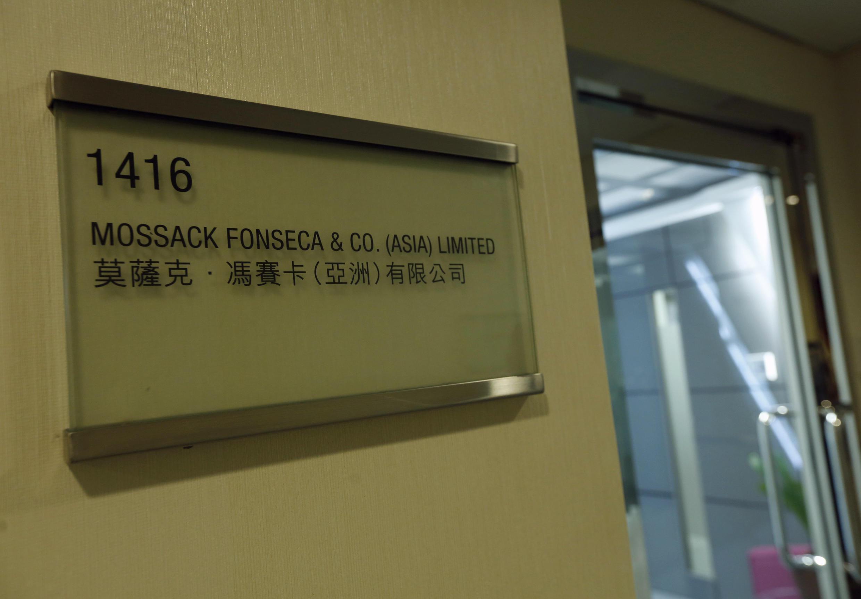 Một tấm biển ghi tên công ty Mossack Fonseca, chi nhánh tại Hồng Kông.  Ảnh chụp ngày 05/04/2016.