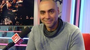 Marcos Madrigal en los estudios de RFI