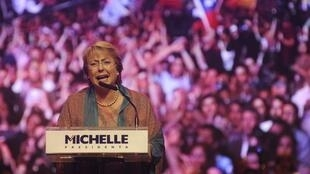 智利前总统米歇尔•巴切莱Michelle Bachelet2013年11月14日再次竞选总统时的照片。
