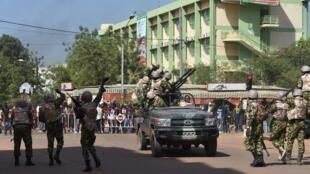 El ejército toma las calles de Uagadugú, el 30 de octubre  2014, Uagadugú. AF/ Issouf Sanogo.
