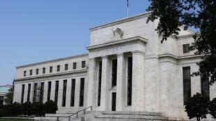 Malgré ses évaluations concernant le conflit d'intérêt qui existe entre les banques et le commerce des matières premières, la FED n'a toujours pas imposé de règles plus strictes aux banques. Le siège de la FED, à Washington, le 22 août 2012.