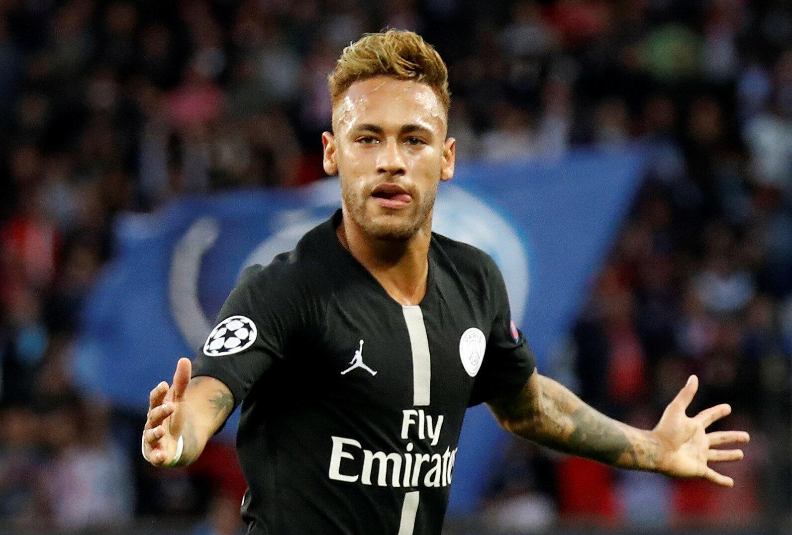 Neymar, avançado brasileiro do PSG, apontou três golos frente ao Estrela Vermelha na goleada por 6-1.