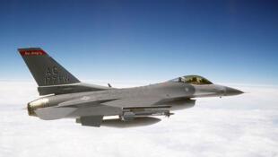 Un chasseur F16 de l'armée de l'air américaine.