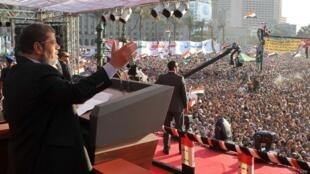 El presidente egipcio Mohamed Mursi durante un discurso en la plaza Tahrir, el 29 de junio de 2012.