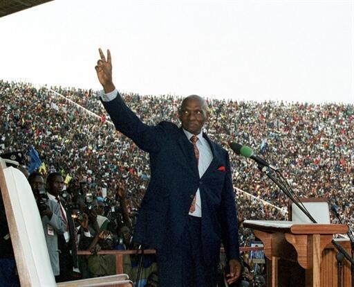 Abdoulaye Wade, le 1er avril 2000, lors de sa prestation de serment au stade Léopold Sedar Senghor