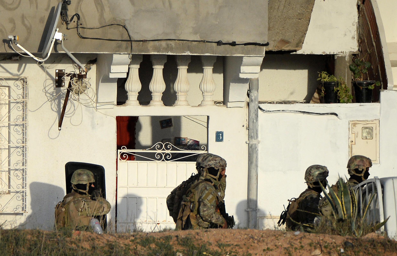 Six personnes ont été tuées dans l'assaut donné vendredi 24 octobre par les forces de l'ordre contre une maison près de Tunis, occupée par un groupe armé.