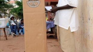 Assembleia de voto em Bissau. 18 de Maio de 2014.